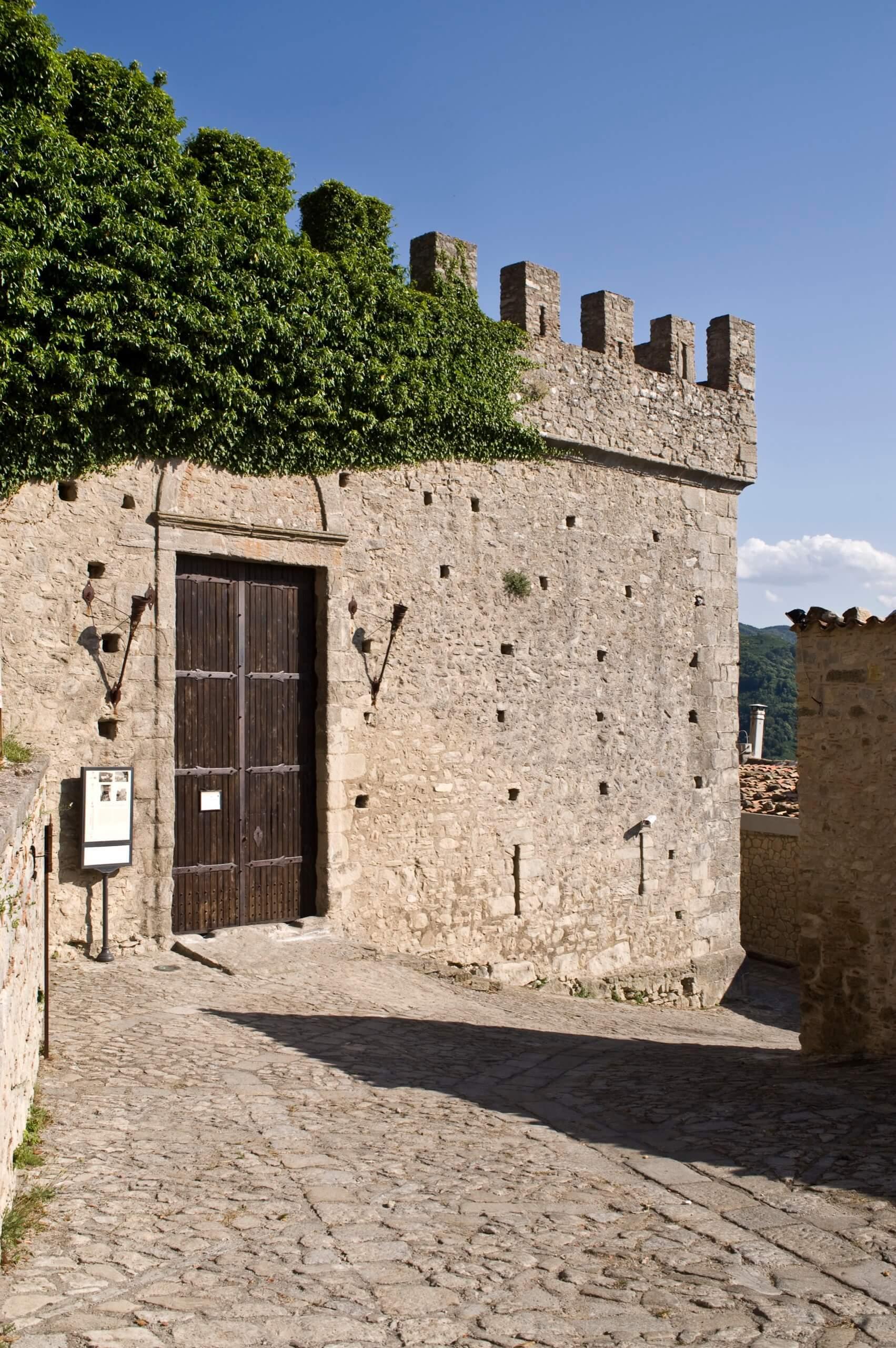 Montalbano Castello 001